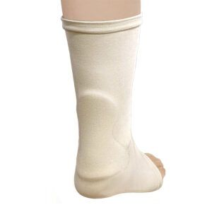 Achilles-protection-sleeve-achillespees-Haglund-exostose-voetbal-voetbalschoen-pijn-knobbel-exostose-FeetInMotion